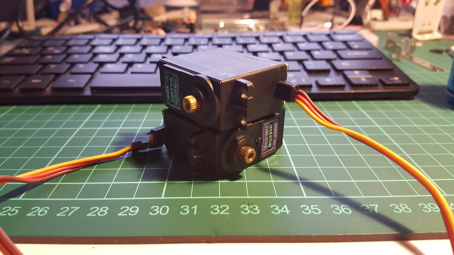 orienting two servos for 2 DoF