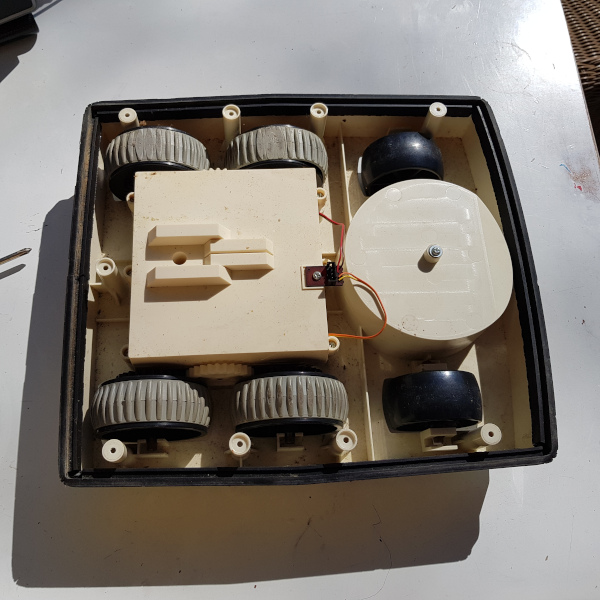 Base of the Omnibot 5402 including all wheels, gearbox and motors
